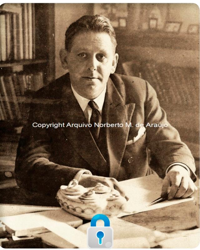 Norberto de Araújo no escritório em sua casa