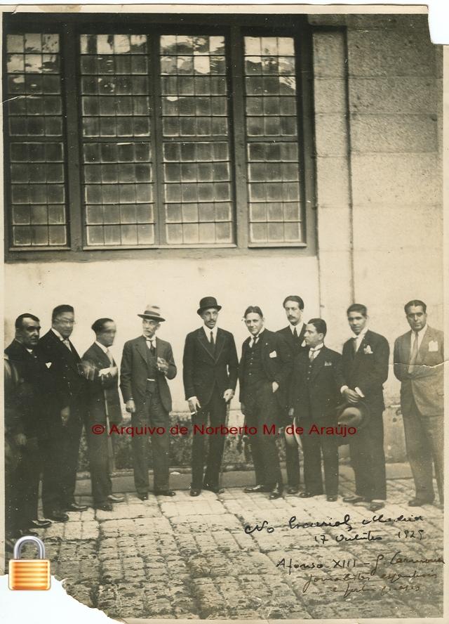 Visita ao Mosteiro do Escorial em 17 de Outubro de 1929 - O Rei Alfonso XIII, o Marechal Óscar Carmona, Norberto de Araújo e outros jornalistas (Arquivo Norberto de Araújo)