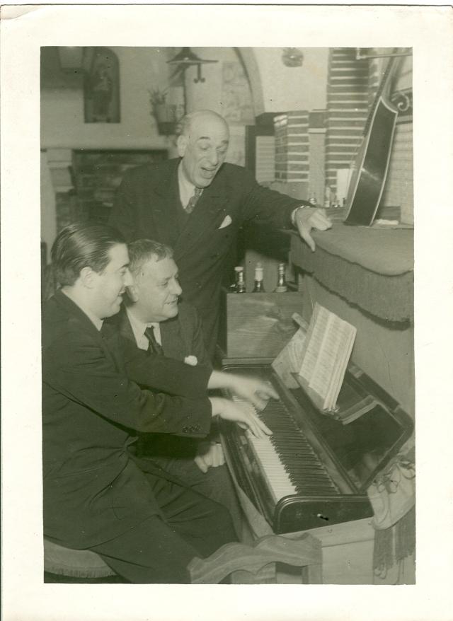 Ensaio das Marchas de 1947 - Raúl Ferrão, Norberto de Araújo e João Nobre ao piano. 7.02.1942 (Arquivo Norberto de Araújo)